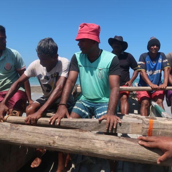 vissers met boot sri lanka