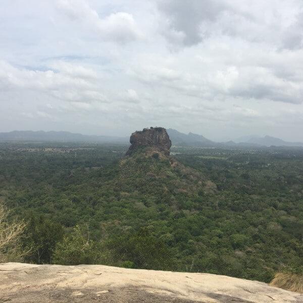 sri lanka vanaf pidurangala uitzicht op leeuwenrots sigiriya