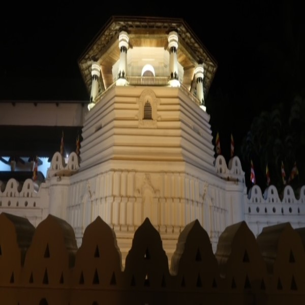feestdagen tempel van de tand in kandy by night